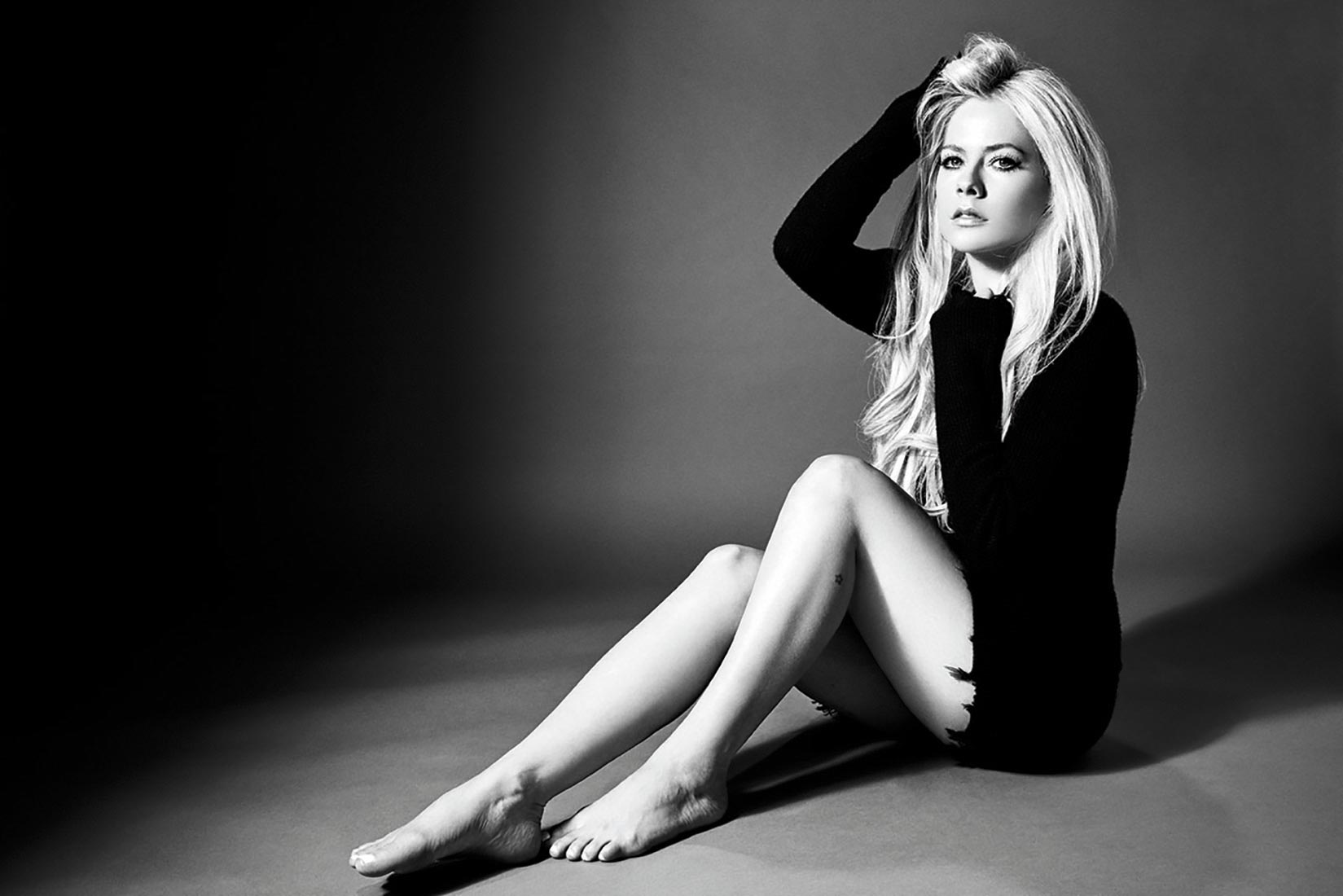 AVRIL_LAVIGNE_HEAD-_ABOVE_WATER_10