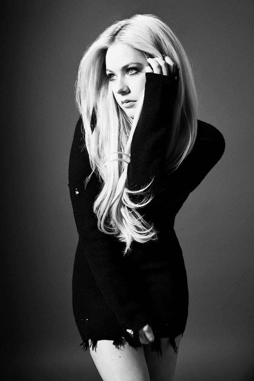 AVRIL_LAVIGNE_HEAD-_ABOVE_WATER_12